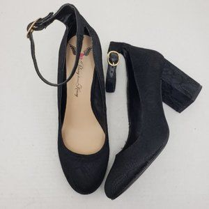 Penny Loves Kenny Black Lace Closed Toe Heels 8.5M